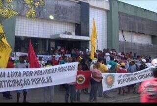 Manifestantes realizaram protesto em frente à sede da Secretaria de Patrimônio da União - Manifestantes realizaram um protesto hoje de manhã em frente à sede da Secretaria de Patrimônio da União