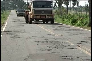 Situação da rodovia MA-122 está ainda mais complicada com o início do período chuvoso - Os motoristas reclamam dos atrasos nas viagens e dos prejuízos com a buraqueira.