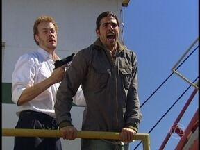 Tony ameaça Paco e manda que ele peça o carro - Felipe aconselha a polícia a obedecer o bandido