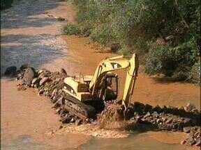 Começam as obras de drenagem no Rio Marrecas, em Francisco Beltrão - Com as obras, parte das inundações deve ser solucionada.