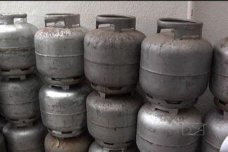 Operação tenta coibir venda ilegal de botijões de gás - Vinte pessoas foram presas em flagrante em uma operação da Polícia Civil para combater a venda ilegal de gás de cozinha.