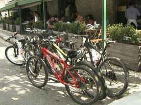 Donos de bares e restaurantes apostam em mimos para conquistar ciclistas - Os donos de bares e restaurantes de São Paulo já perceberam que os ciclistas são consumidores em quem deve se investir. Muitos estabelecimentos estão oferecendo mimos para conquistar o ciclista e ganhar mais um cliente.