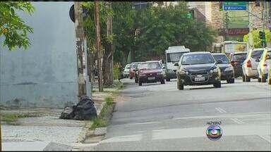 Livro propõe soluções para calçadas do Recife - 'Calçada, o primeiro degrau da cidadania' foi escrito pelo consultor em gestão Francisco Cunha e pelo engenheiro e ex-vereador Luiz Helvécio.