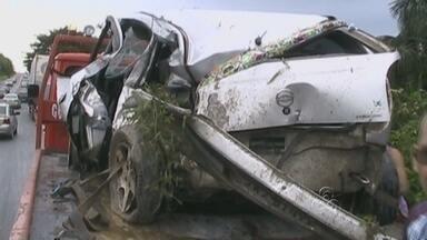 Acidente entre caminhão e carro deixa três feridos na BR-174, no AM - Um casal de adultos e uma criança de quatro anos ficaram feridos.Segundo a Polícia Civil, o motorista do caminhão não estava embriagado.