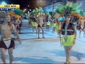 Mais de 20 mil pessoas acompanham desfiles de Santo Ângelo - Acadêmicos do 'Improvizo'foram os grandes campeões.