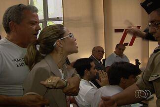 Parentes e amigos de Valério Luiz ficam revoltados com soltura de Maurício Sampaio - Empresário foi solto depois de 26 dias preso graças a um habeas corpus. Viúva e pai do cronista, o também comentarista Mané de Oliveira, ficaram furiosos com a decisão. Outros quatro suspeitos do crime continuam presos.