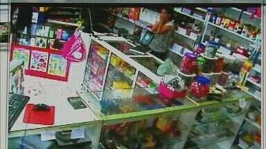 Papelaria é assaltada no bairro Vila Rezende em Franca, SP - Imagens das câmeras de segurança flagraram ação de ladrão.