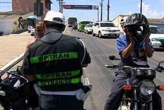 Começa a valer hoje as novas normas de segurança para os motoboys em SE - Entre as exigências está o novo curso e a adoção de equipamentos de segurança. Em Aracaju, a profissão ainda não é regulamentada. Contabiliza-se mais de 5 mil pessoas que trabalham no setor.