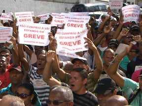 Vigilantes realizam assembleia para discutir a greve na manhã desta sexta - Na audiência da tarde da última quinta, entre a categoria e o Sindicato das Empresas de Segurança Privada do Estado da Bahia, não houve um acordo.