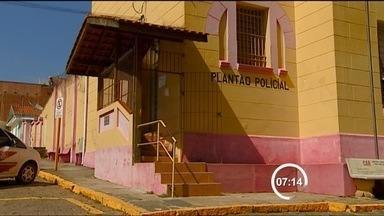 Polícia prende último suspeito de crime contra casal de Piracaia - O último suspeito de envolvimento no assassinato de uma mulher de 57 anos e da tentativa de homicídio de um aposentado de 65 anos no último domingo (24), em Piracaia, foi preso na noite desta quinta-feira (28) pela Polícia Militar em Joanápolis.