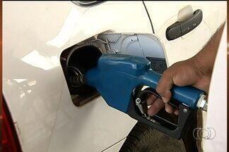 Procon fiscaliza postos de combustíveis em Caldas Novas, Goiás - O Procon de Caldas Novas está fiscalizando os postos de combustiveis da cidade. O objetivo é verificar se há abuso na cobrança e alinhamento nos preços da gasolina.
