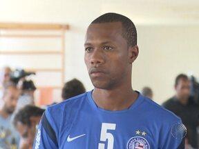 Zagueiro Brinner é escalado como titular em treino do Bahia - O técnico Jorginho também mudou o ataque: deixou Obina como parceiro de Adriano Michael Jackson, enquanto Souza ficou entre os reservas.