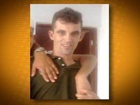 Homem é assassinado com dez tiros no Campo Limpo - Um homem foi assassinado com pelo menos dez tiros no Campo Limpo, na Zona Sul de São Paulo. O pedreiro Vando Santos Dantas, de 37 anos, foi encontrado baleado dentro do carro dele na Rua Eurico de Azevedo Marques.