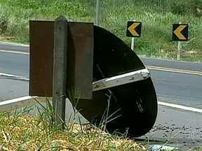 TCU descobre falhas graves na manutenção das rodovias federais - Um levantamento do Tribunal de Contas da União descobriu falhas graves na manutenção das rodovias. Obras que acabaram de ficar prontas já estão cheias de problemas.