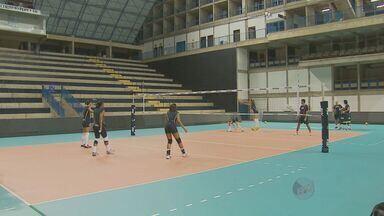 Pela Superliga feminina de Vôlei a equipe de Campinas enfrenta o Osaco neste sábado (9) - Pela primeira partida da semi-final da Superliga feminina de Vôlei, a equipe de Campinas enfrenta neste sábado (9) o time de Osasco.