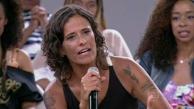Zélia Duncan elogia o olhar abrangente das mulheres - Cantora fala da participação das mulheres no orçamento da casa
