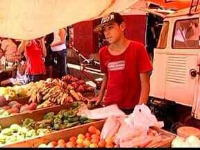 Veja como aproveitar ofertas na hora das compras em Uberaba, MG - Consumidores dizem que produtos são mais baratos na feira livre.