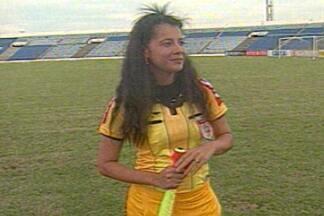 Dia da Mulher: assistente paraibana fala sobre carreira no futebol - Adriana Basílio já trabalhou em um Clássico dos Maiorais, no Amigão, e até num Brasil x Argentina, em Recife.