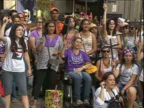 Neste dia 8 de março, mulheres de Curitiba protestaram contra a violência - E o balanço da polícia mostra que aumentou o número de queixas contra maridos e companheiros violentos.