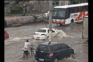 Placas de carro são revendidas aos donos após serem encontradas - Com as fortes chuvas em Belém, as placas dos carros soltam e pessoas se aproveitam da situação para revendê-las aos donos.