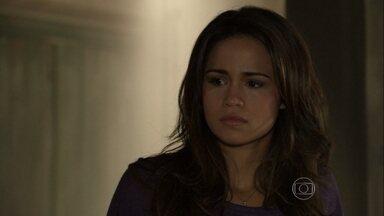 Farid implica com Morena - A turca diz que a brasileira está esperando um filho de Mustafa. Ayla diz que não consegue perdoar Zyah