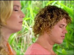 José Loreto ganha massagem em SPA e fala sobre Flor do Caribe - Sobre a namorada, que também está na próxima novela das seis, o ator explica: 'Não formamos par, mas já estivemos juntos em cena'