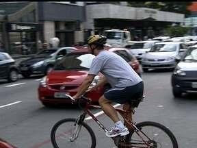 Pesquisas mostram alto número de mortes de ciclistas no trânsito - Os acidentes matam um ciclista a cada dois dias no estado de São Paulo e um por dia na capital. Duas pesquisas mostram tais dados que foram divulgados nesta quarta-feira (13).