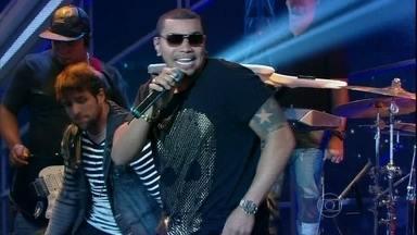 Naldo canta 'Amor de Chocolate' - O cantor leva a plateia à loucura!