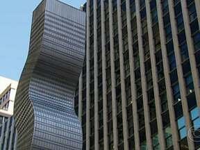 Prédios mais famosos de Nova York ganham cara nova - Um das avenidas mais famosas e chiques da cidade, a Park Avenue, abriga dez esculturas que transformam edifícios-símbolo da cidade. Algumas obras têm mais de cinco metros de altura, e são feitas de aço.