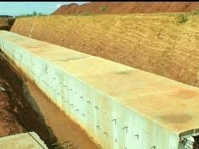 Túnel chama a atenção em Ceilândia - A obra de um túnel, na QNR, em Ceilândia, está chamando a atenção dos moradores da região. As obras começaram há seis meses e atraem a atenção pelo tamanho das escavações.