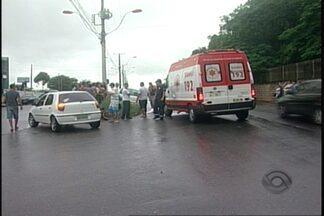 Sábado de acidentes em Joinville - Um ciclista perdeu a vida na zona sul da cidade e um caminhão pegou fogo na BR-101.
