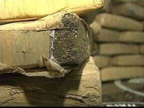 Polícia apreende trinta quilos de maconha em mala - Droga iria abastecer região da Palmeirinha