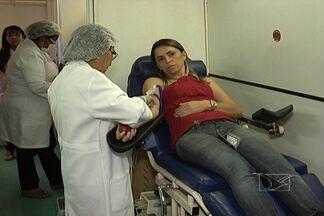 Socorrinho II recebe reforço na campanha para doação de sangue - Funcionários do Socorrinho e moradores do Cohatrac II aproveitaram uma unidade móvel do Hemomar no bairro e ajudaram a reforçar o estoque do banco de sangue.