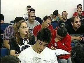 Mais de 9 mil candidatos fazem provas neste domingo no concurso do Corpo de Bombeiros - Só em Londrina são 2600 candidatos que têm que refazer a prova.