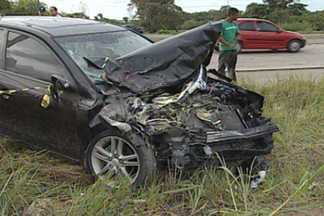 Dez pessoas ficaram feridas em acidente no município do Conde - Uma van capotou após bater num carro na BR 101. Os feridos foram levados para o Hospital de Trauma.