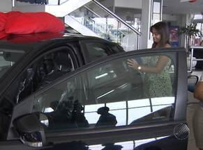Mulheres são as maiores compradoras de carros, aponta pesquisa - Elas estão comprando mais e também participam da escolha final do veículo.