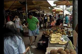 Feirantes reclamam da falta de infraestrutura do Ver-o-Peso, em Belém - Durante uma operação que retirava vendedores do meio da calçada, houve confusão.