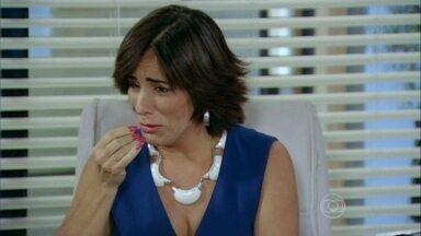 Roberta chora de decepção com Vitório - Felipe fica compadecido da situação da rival