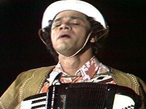 Fantástico apresenta musical de Dominguinhos - Dominguinhos soltou a voz no Fantástico de 30 de junho de 1974. Confira no vídeo.