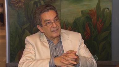 No Recife, professor que criou o Enem diz que avaliação tomou outros rumos - Pernambucano, ele trabalha na USP e veio ao Recife para dar uma palestra.
