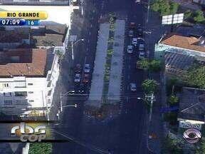 Obra prevista para a Copa de 2014 deve alterar o trânsito em Porto Alegre - Construção de corredor de ônibus na avenida Bento Gonçalves.