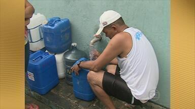 Compesa negocia com dono de propriedade solução para abastecimento em Panelas - Protesto para pedir solução para o abastecimento d'água fechou a BR-104 durante o dia inteiro na última terça-feira.