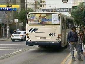 Obras de arte são estampadas em ônibus de Caxias do Sul, RS - Iniciativa divulga quadros na cidade.
