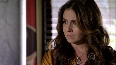 Helô se preocupa ao saber que Wanda e Irina estão na Capadócia - Jô avisa que saiu o resultado do exame de DNA e a delegada tenta ganhar tempo antes que todos descubram que Morena está viva