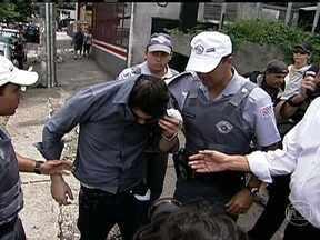 Estudante que atropelou ciclista em SP deixa prisão - Saiu da prisão, na noite desta quinta-feira (21), o motorista que atropelou, há 11 dias, um ciclista , em São Paulo. O estudante de psicologia Alex Siwek estava na penitenciária de tremembé, no interior do estado.