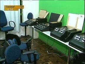 Máquinas caça-níqueis são apreendidas em Curitiba - As onze máquinas foram apreendidas ontem à noite, no centro da cidade