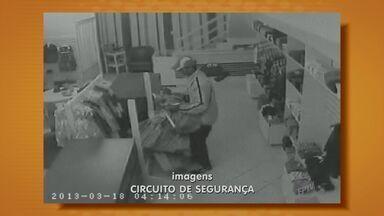 Loja no bairro Cambuí, em Campinas foi assaltada duas vezes em oito dias - Uma loja no bairro Cambuí, em Campinas (SP), foi assaltada duas vezes em oito dias. Os ladrões agiram em dois finais de semana consecutivos.