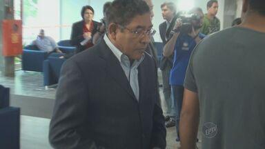 Carlos Henrique Pinto foi o primeiro ex-secretário de Campinas a depor sobre o caso Sanasa - Carlos Henrique Pinto foi o primeiro ex-secretário de Campinas (SP) a depor em mais uma audiência do casa Sanasa, o maior escândalo político da cidade. Durante o depoimento, o ex-secretário falou sobre conversas telefônicas gravadas pelo MP.