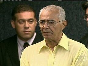 Ex-prefeito de Satuba é condenado pela morte de Paulo Bandeira - Terminou na noite de quinta-feira (21) o julgamento do caso Paulo Bandeira, um professor que foi assassinado após denunciar desvios de verba da educação. O ex-prefeito de Satuba, Adalberon de Moraes, foi condenado a 34 anos de prisão.