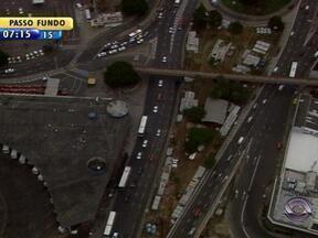 Avenida Júlio de Castilhos tem aletrações no trânsito em Porto Alegre - Trânsito será parcialmente bloqueado para obras da Copa.
